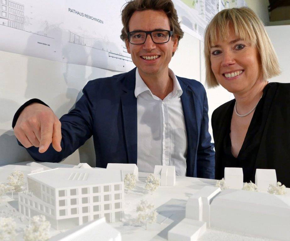 Ihr Fünfeck ging als Sieger aus dem Architektenwettbewerb hervor: Christine und Thomas Steimle aus Stuttgart freuen sich